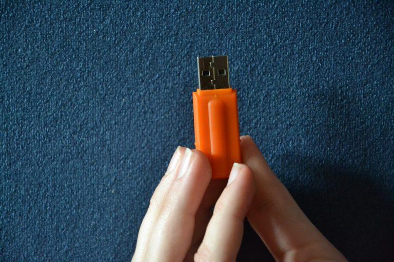 Как восстановить данные с неисправного USB-накопителя